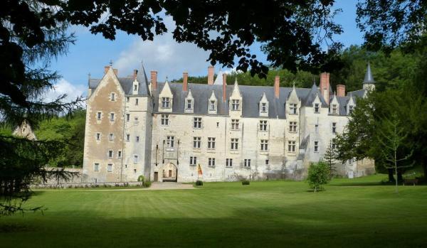 La façade, vue du parc à l'anglaise