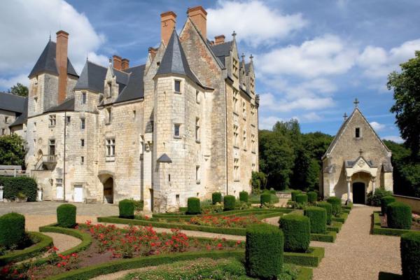 Le jardin à la française dans la cour d'honneur